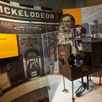Nickelodeon movie projector, 1905; Pittsburgh: A Tradition of Innovation