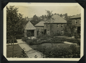 ALT:Garden court in Chatham Village, July 1933. | Buhl Foundation Photographs, MSP 187, Detre Library & Archives at the Senator John Heinz History Center.