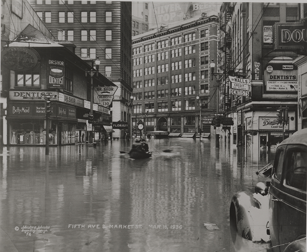 Fifth Avenue and Market Street (Market Square), March 18, 1936. | St. Patrick's Day Flood | Heinz History Center