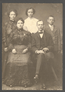 ALT:Scott Family Photograph, 1906