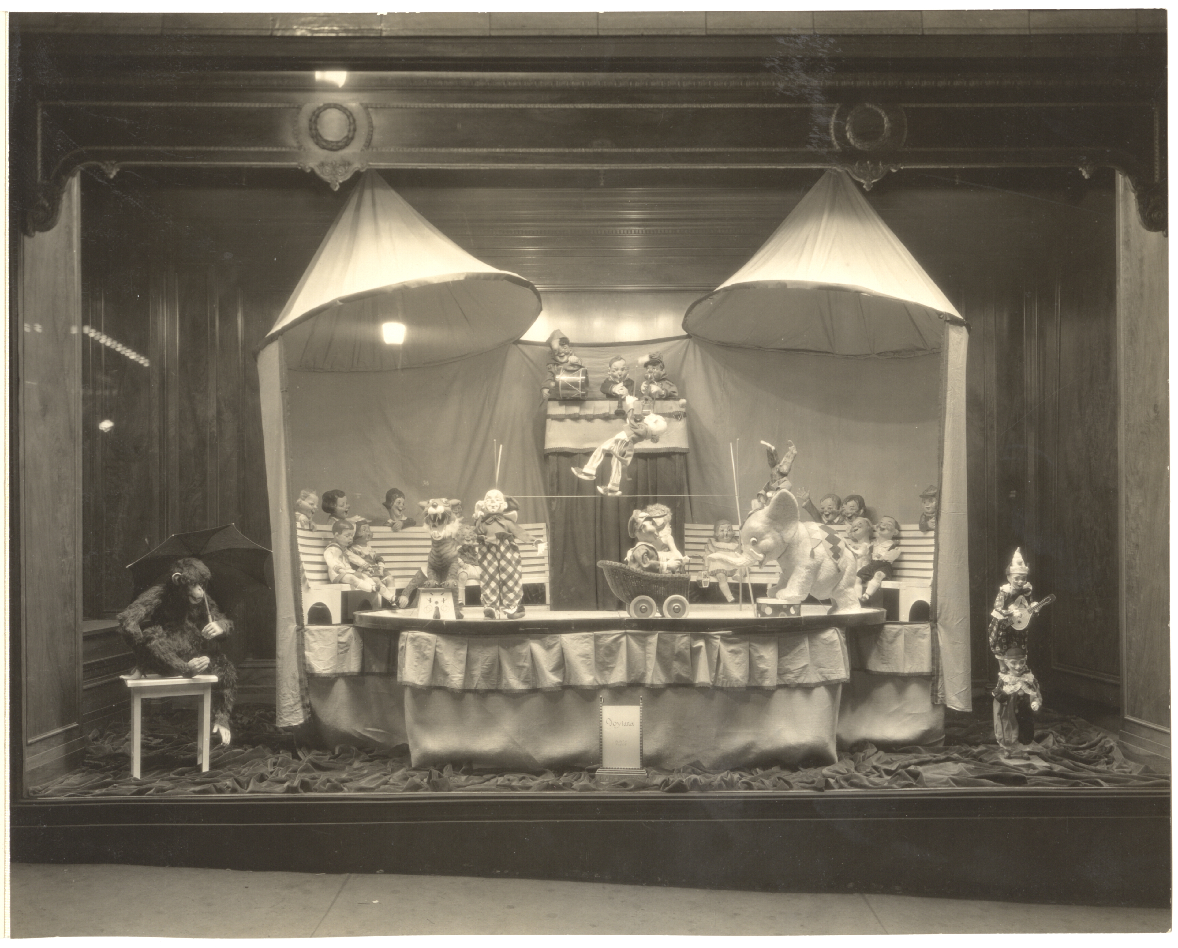 "Kaufmann's Christmas window, ""Circus"" theme, c. 1926-1928. Gift of Kaufmann's Department Store, MSP #371, 2002.0158, Heinz History Center."