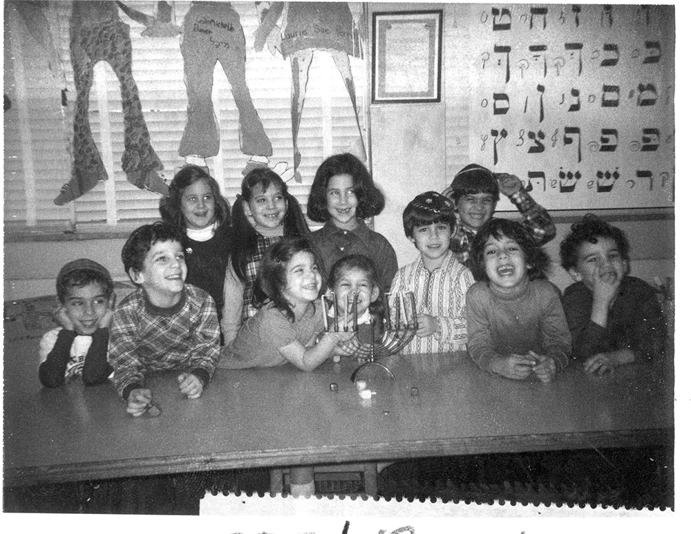 Community Day School celebrates Hanukkah, c. 1985. United Jewish Federation Photographs, Rauh Jewish History Program & Archives at the Heinz History Center.