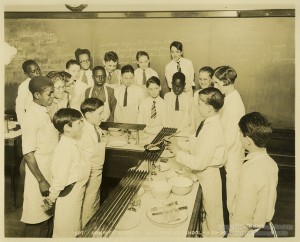 ALT:Domestic Science Class at Beltzhoover School, 1928. Pittsburgh Public School Photographs, MSP 117, Detre Library & Archives, Heinz History Center
