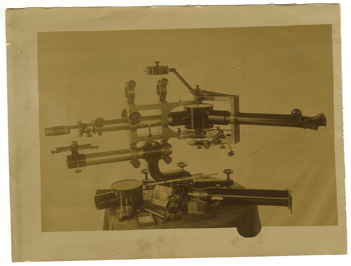 Photo of a standard spectroscope made by Brashear, Heinz History Center.