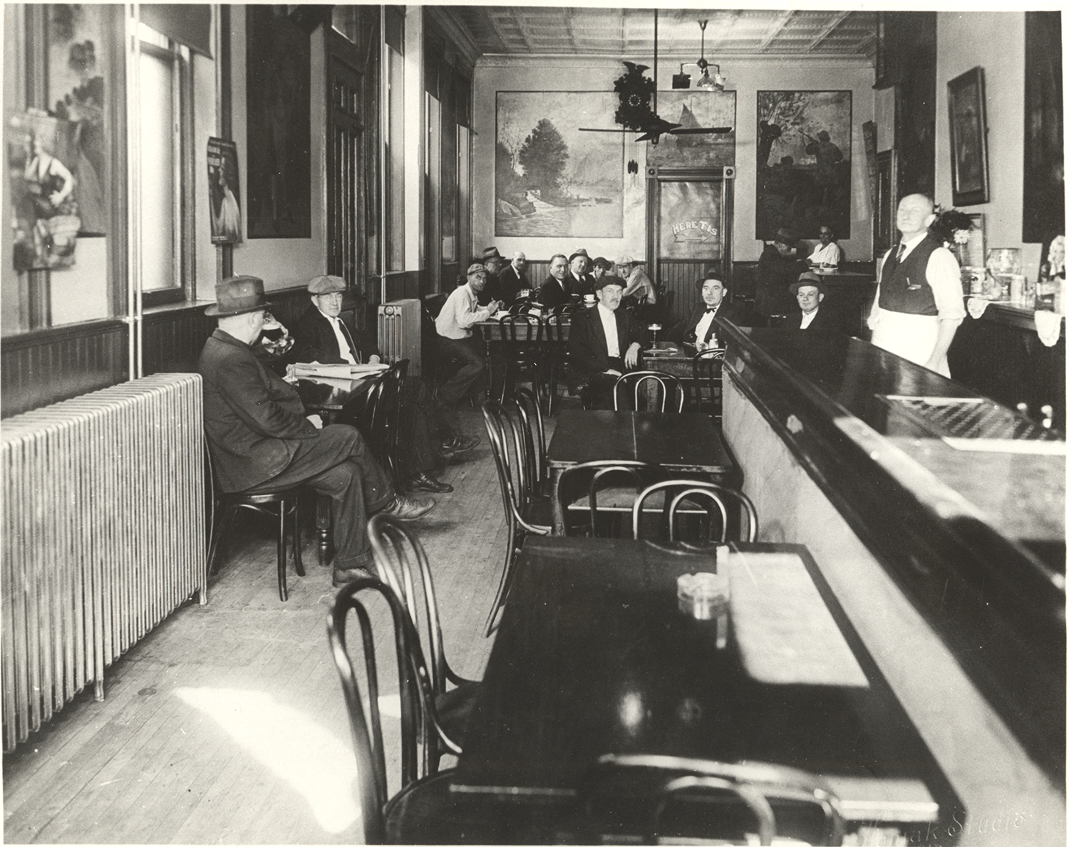 Zoglmann's Restaurant interior, 1934. Zoglmann-Linz Family Photo Collection. MSS 874, Detre Library & Archives, Heinz History Center.