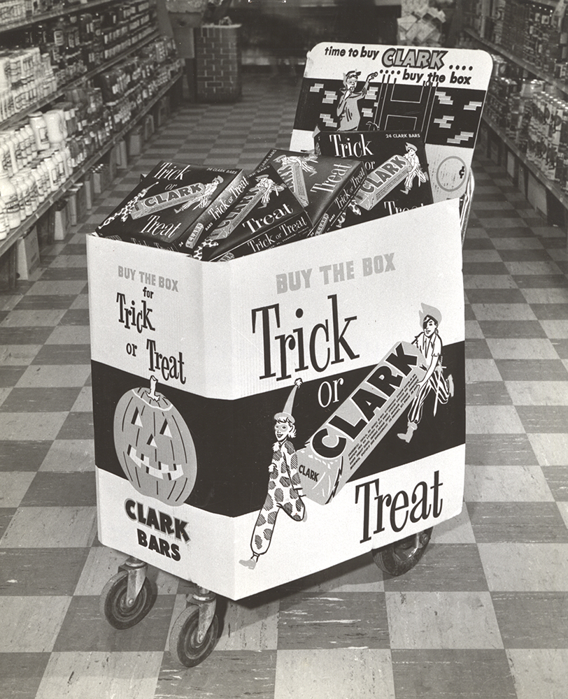 Retail candy display for the D. L. Clark Company, c. 1960. D. L. Clark Company Collection, Detre Library & Archives at the Heinz History Center.