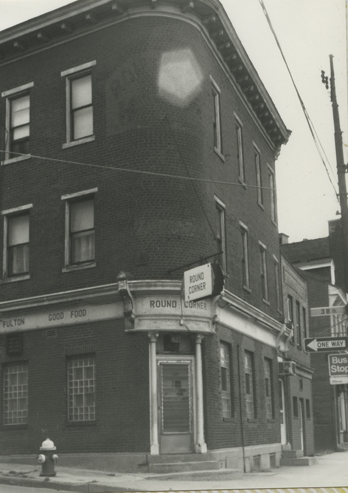 Lawrenceville's Round Corner Hotel, the site of today's Round Corner Cantina restaurant, c. 1980. Heinz History Center.