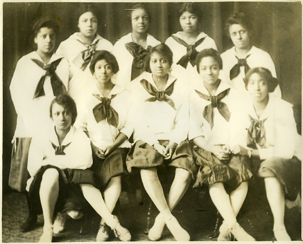 Zerbie Turfly poses with the Della Robbia girls' basketball team, 1910s.