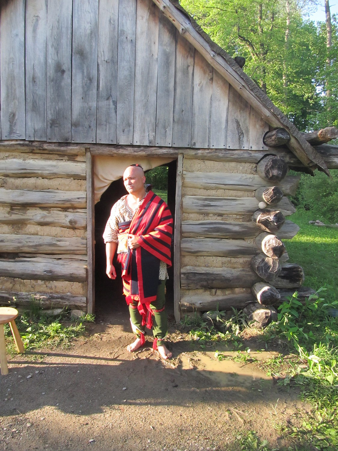 The Frontier Trading Post cabin at Meadowcroft Rockshelter and Historic Village is modeled after Smith's description.