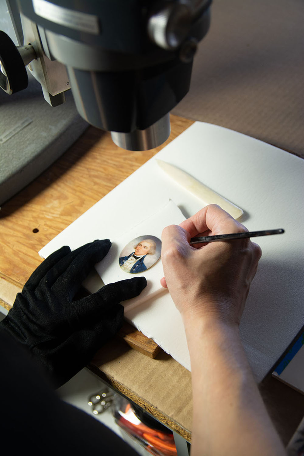 Inpainting losses under magnification. Image courtesy of Alba Art Conservation.
