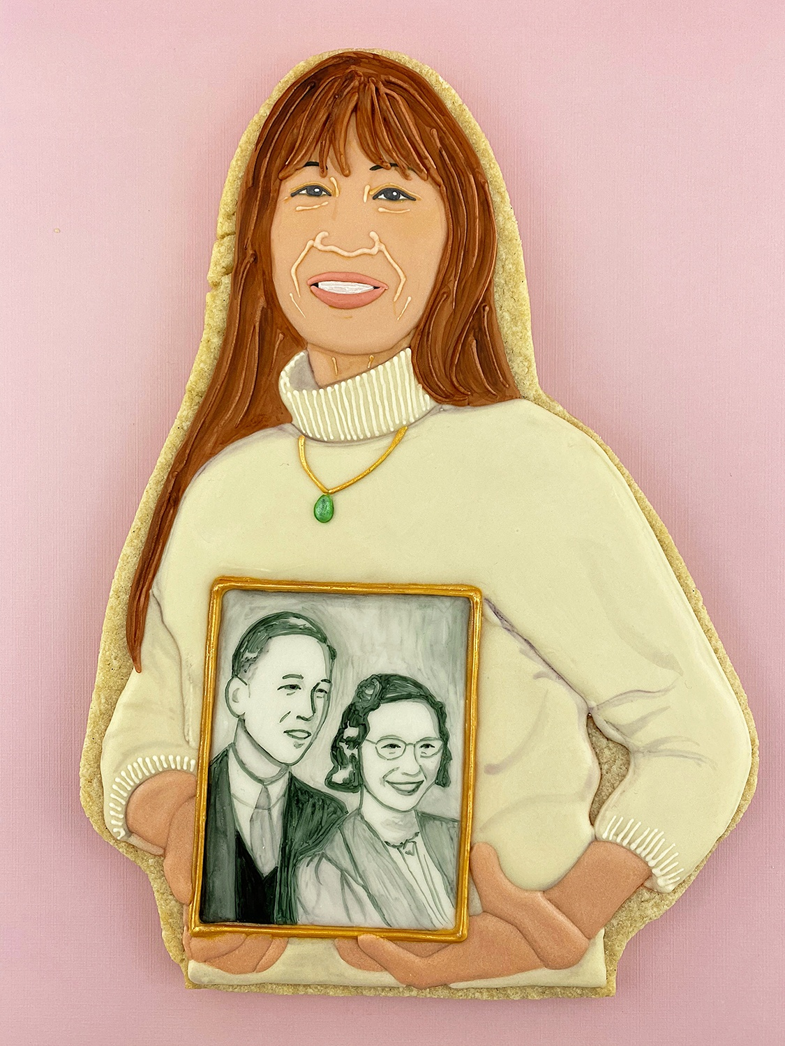 Karen Fung Yee holding a portrait of her parents, by Jasmine Cho, 2020. ©Jasmine Cho