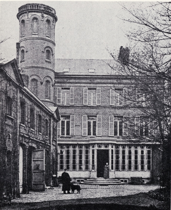 Exterior view of Jules Verne's house in Amiens, 1894. Courtesy of Wikimedia Commons.