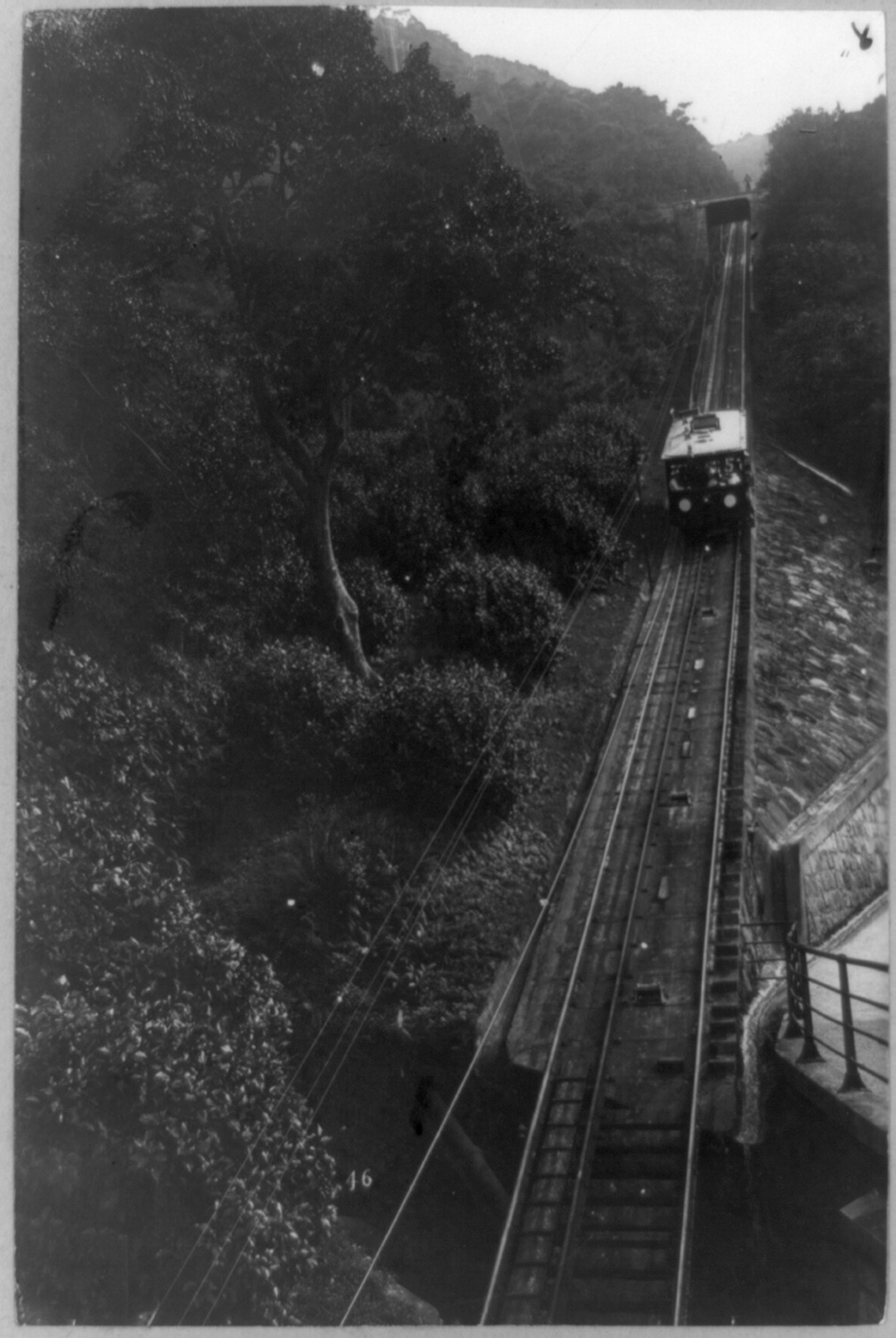 Tramway on Victoria Peak, c. 1900. Courtesy of the Library of Congress.